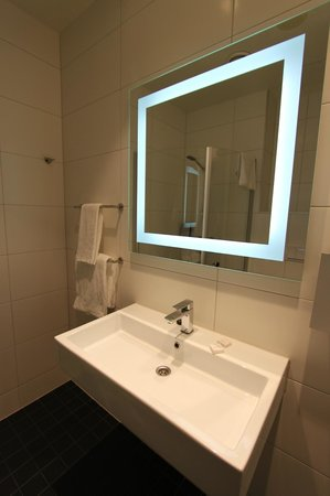 Thon Hotel Maritim: New bathroom