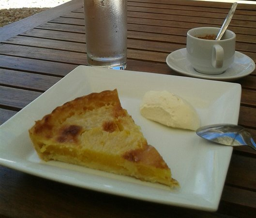 L'Asiate Cafe & Catering: Tarte aux Fruits, fruit tart changing twice a week, served with homemade whipped cream