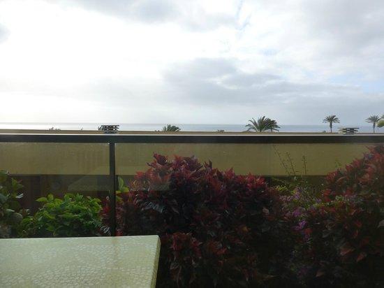 SBH Club Paraiso Playa: vue mer de la terrasse de la chambre une fois assis...
