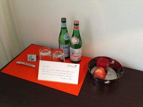 Frederics Serviced Apartments : Complimentary drinks/apples