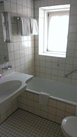 Maritim Hotel Schnitterhof: Badkamer