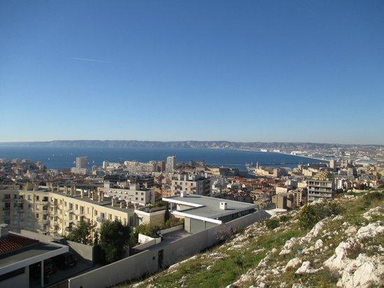 Basilique Notre-Dame de la Garde : vue sur le vieux port