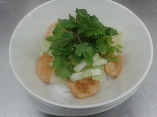 L'Asiate Cafe & Catering: Chao Tom Bun, Prawn balls, rice vermicelli, spring onion, lettuce, cucumber, coriander, mint