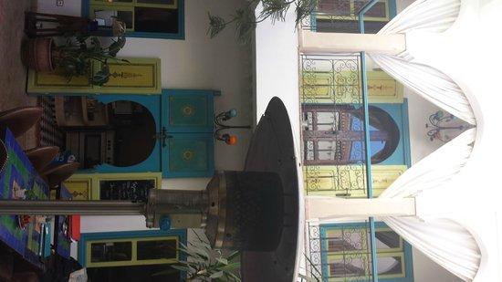 Riad Les Lauriers Blancs: courtyard