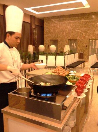 Eastparc Hotel : makan malam yang langsung dihidangkan dengan chef