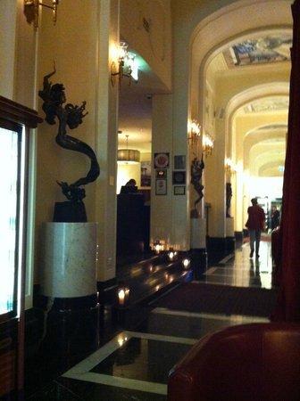 Anglettere Hotel : ресторан