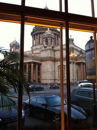 Anglettere Hotel : вид из окна ресторана