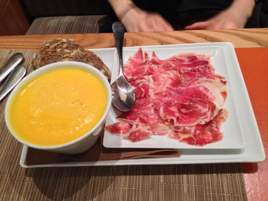 Bread and Roses : Pumpkin soup with generous slices of ham