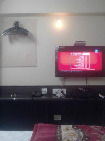 Hotel Kanha Grand: color tv