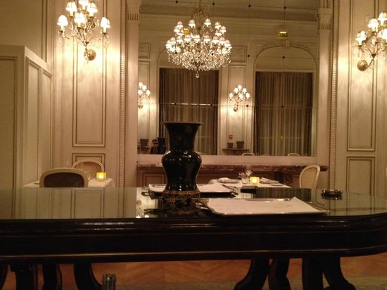 Tiara Chateau Hotel Mont Royal Chantilly : Salle du restaurant