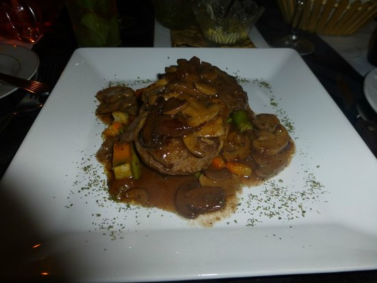 Fillet steak with mushrooms and wine - delicious!