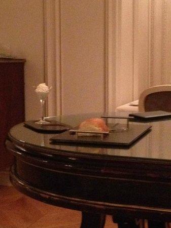 Tiara Chateau Hotel Mont Royal Chantilly : Baba au rhum & chantilly Vatel à tomber