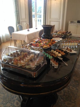 Tiara Chateau Hotel Mont Royal Chantilly : Brunch dominical - desserts