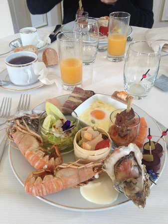 Tiara Chateau Hotel Mont Royal Chantilly : Brunch dominical