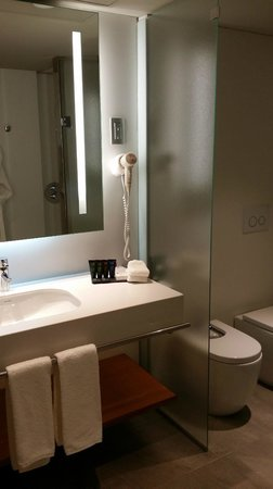 Crowne Plaza Barcelona - Fira Center: Clean Bathrooms