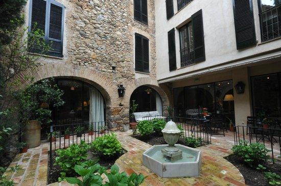 Hotel de La Font : jardín