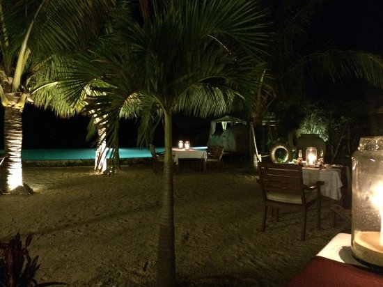 L'Alyana Ninh Van Bay: Restaurant on the beach