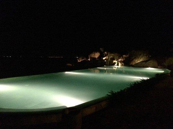 L'Alyana Ninh Van Bay: Common pool at night