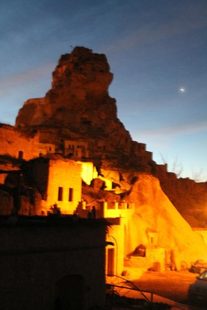 Queens Cave Cappadocia : The view of the castle from our room