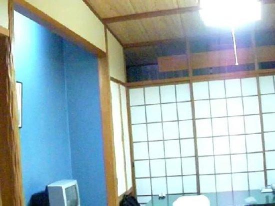Ryokan Igaya: 伊賀屋、純和室。 コテコテの和風部屋です。