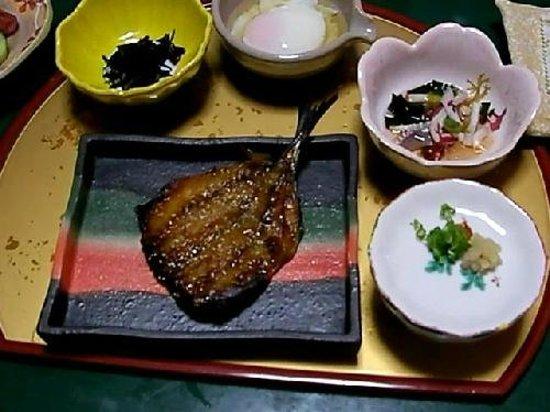 Ryokan Igaya: 伊賀屋の朝ご飯。 ネットで早期予約をすると、部屋で食事が出来ます。 到着時の夕食も部屋食でした。 基本この旅館は、夕・朝共に食堂での食事です。