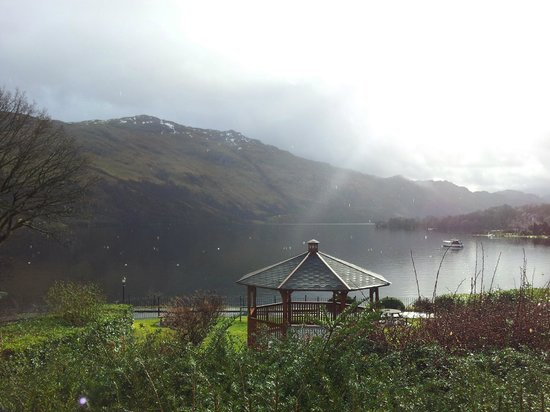 Ardlui Hotel: View of Loch Lomond from bedroom!