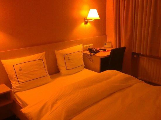 Hotel Empire : Empire Hotel room