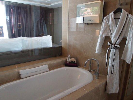 Sofitel Bangkok Sukhumvit: Bathroom