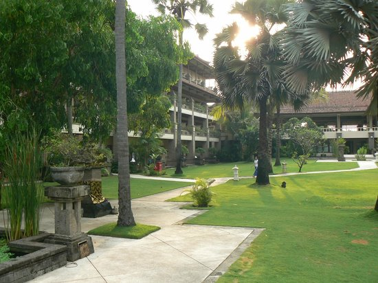 Peninsula Beach Resort Tanjung Benoa: Внутренний двор