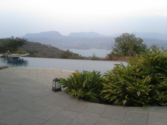 Tungi Lake Pavna: The Infinity Pool