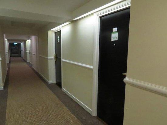 Holiday Inn London-Heathrow M4, Jct. 4: Hallway, 10th Floor
