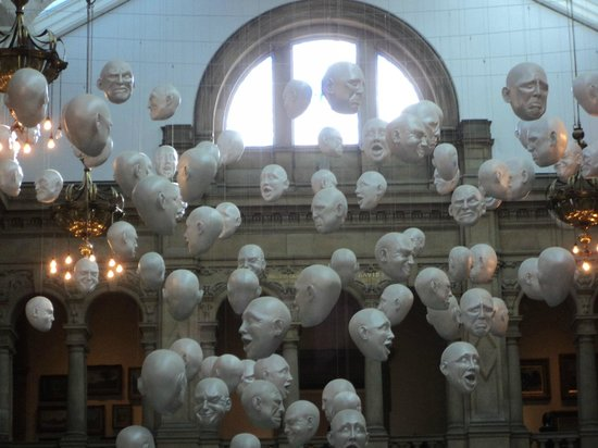 McLays Guest House: Kelvingrove Art Gallery and Museum