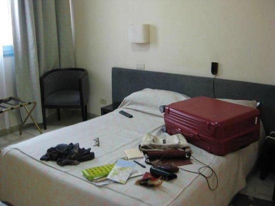 Carlton Hotel Tunis : ベッド部屋・