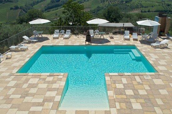 Piscina con idromassaggio foto di agriturismo montupoli miglianico tripadvisor - Agriturismo abruzzo con piscina ...