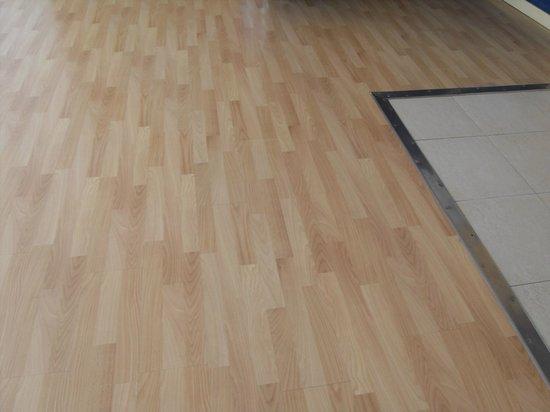 Iberostar Torviscas Playa: cheap laminate flooring first floor