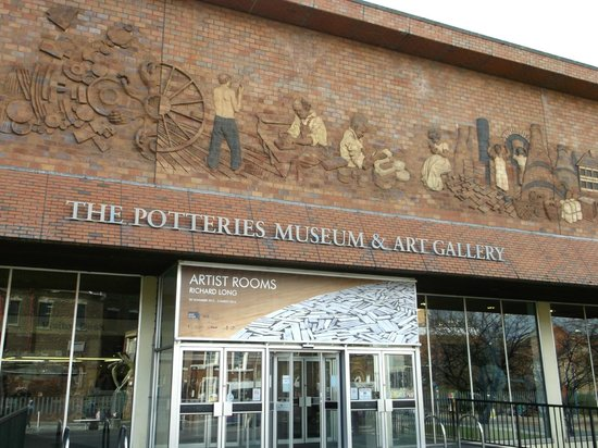 The Potteries Museum and Art Gallery: Entrance