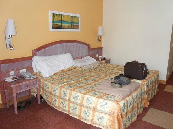 Iberostar Torviscas Playa: hard bed/very low