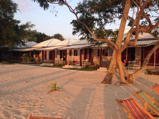 Da Kanda Villa Beach Resort: New bungalows from the beach