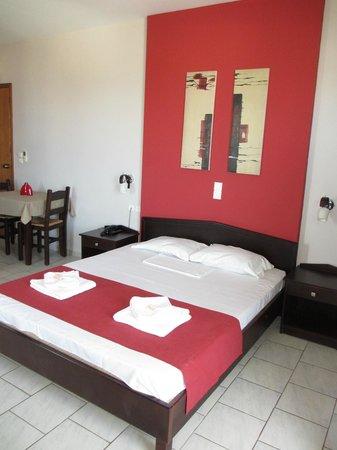 Hotel Kissamos : Grande chambre