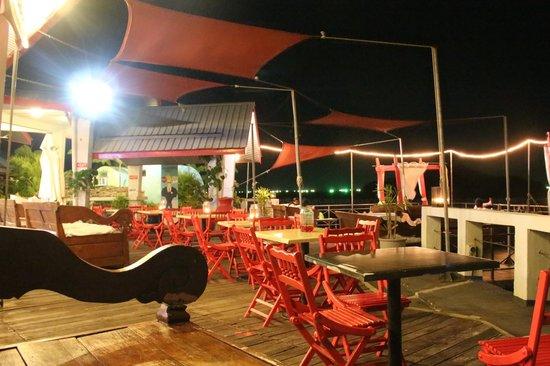 Tubotel: Deck area