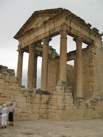 Dougga : 非常に保存のいい巨大な神殿
