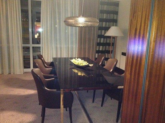 Le Meridien Stuttgart: Dining room