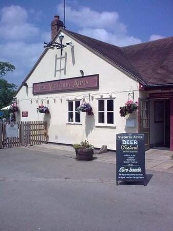 The Victoria Arms: Vicky Arms - from car park