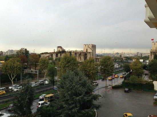 Barcelo Eresin Topkapi: Vista da Muralha da cidade.