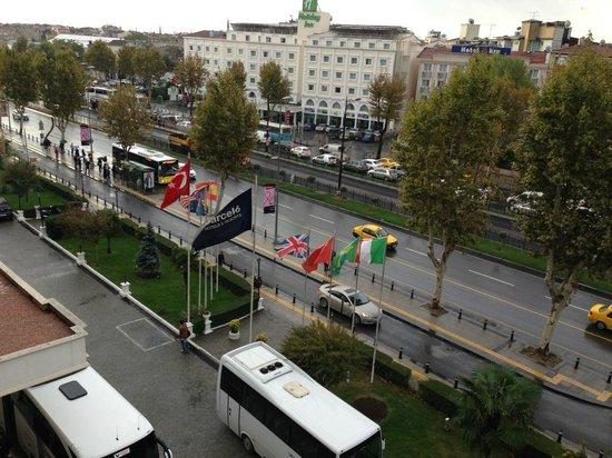 Barcelo Eresin Topkapi: Vista de quarto na frente do hotel