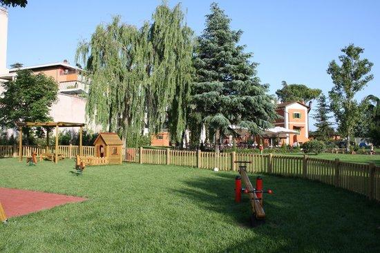 Il parco giochi del ristorante foto di il giardino di mia roma tripadvisor - Ristoranti con giardino roma ...