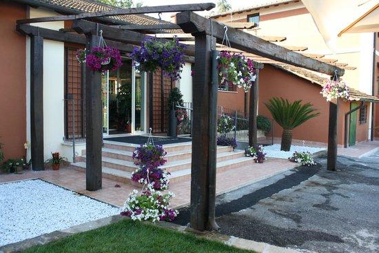 L 39 ingresso del ristorante foto di il giardino di mia - Il giardino di mezzanotte ...