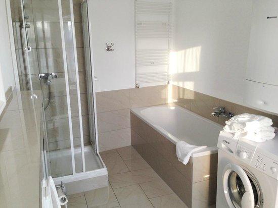 B! Apartments: Bathroom