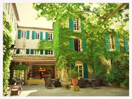 Le Prieure Hotel Restaurant: Main entrance
