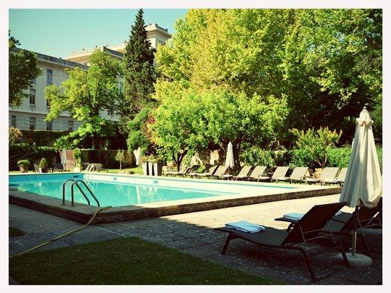 Le Prieure Hotel Restaurant: Pool area